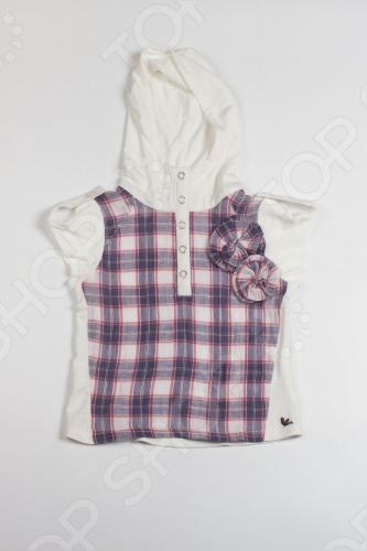 Рубашка с капюшоном для девочки Fore N Birdie Crinkle plaid hoodie with knit insetДетские рубашки. Сорочки<br>Рубашка с капюшоном для девочки Fore N Birdie Crinkle plaid hoodie with knit inset это вещь из тончайшего хлопка и дышащей бамбуковой ткани. Это настолько легкий и удачный вариант для жаркой погоды, что любой другой вряд ли с ним сравнится. Натуральная ткань гарантирует абсолютную мягкость, а небольшое количество нитей спандекса обеспечивает эластичность. У рубашки короткие рукава, аккуратная застежка на кнопочках и легкий капюшон. Клетчатая ткань на груди декорирована элегантными цветами. Состав: грудь 100 хлопок, спина 95 бамбуковое волокно, 5 спандекс. Ткань из бамбукового волокна это природный материал с удивительными свойствами. По необыкновенной мягкости ткань сравнима с шелковым кашемиром. Благодаря микропорам в своей структуре она гипоаллергенна, обеспечивает оптимальную терморегуляцию кожи и не пропускает агрессивное УФ-излучение, впитывает влагу на 60 лучше, чем хлопок! Стирать бамбуковое волокно можно при 40 , оно не подвержено линьке и потере цвета. Бамбук для производства ткани выращивается без применения пестицидов. Его плантации очищают воздух и помогают бороться с эрозией почвы. Таким образом, этот продукт не только удобен и натурален, но и способствует улучшению окружающей среды. Бренд одежды для девочек Fore N Birdie это брат бренда для мальчиков Fore!! Axel Hudson, который принадлежит дизайнеру Полу Нгуену из Лос-Анджелеса. Пол создает одежду для детей уже 14 лет, восемь из которых он сотрудничает с лучшими марками мира. Больше всего на свете Пол любит своего сына Хадсона и дочь Изабеллу, а также дизайн одежды и игру в гольф. Именно забота о детях и увлечение гольфом вдохновили его на создание новой коллекции Fore N Birdie. Пол переосмыслил классическую ретро гольф-моду для леди и джентльменов, придав ей неожиданное и свежее звучание, ставшее основой для потрясающих детских вещей. Стильный бренд, трансформирующий облик современной детской 