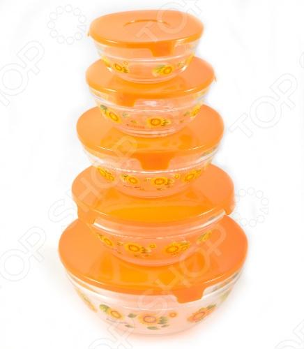 Товар продается в ассортименте. Рисунок на изделии при комплектации заказа зависит от наличия товарного ассортимента на складе. Набор салатников с крышками Irit GLSA-5-002 из прочного стекла толщиной от 2 мм до 3 мм. Удобные пластиковые крышки сохраняют продукты свежими максимально долго. В комплекте 5 удобных салатников разного объема с ярким рисунком и яркими крышками. Вы сможете готовить в них, подавать на стол, а если понадобиться закрыть крышкой и убрать в холодильник. Рисунки нанесены на салатники очень качественно и вы можете не бояться использовать любимое моющее средство, оно им не навредит!