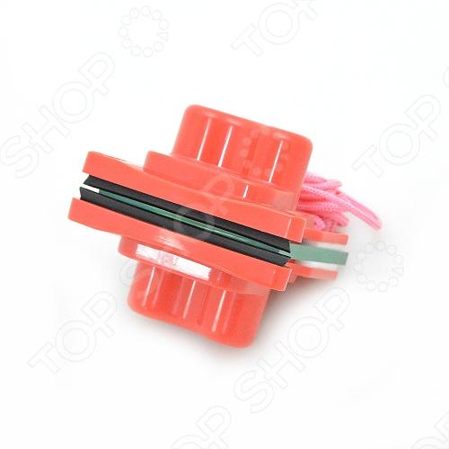 Щётка ТАТЛА для одновременной мойки окон стёкол с двух сторон. Щетка состоит из 2-х частей. Закрепляется с обеих сторон стекла, что обеспечивает мойку одновременно с 2-х сторон. ТАТЛА 1 рассчитана для мойки стекла толщиной от 3 до 5 миллиметров, т.е. расстояние между двумя частями щётки должно быть не более 5 мм. Такие стёкла, как правило, используются в балконном остеклении, окнах старого образца, в окнах раскрывающиеся на створки, товарных витринах. ТАТЛА 1 белого цвета это усиленная версия щётки ТАТЛА 1 и эта версия уже рассчитана для мойки стекла толщиной от 3 до 10 миллиметров, т.е. расстояние между двумя частями щётки должно быть не более 10 мм. Такие стёкла, как правило, используются в витринах панорамных, стеклянных дверях, офисных перегородках . Если вы не знаете толщину стёкол которые вам придётся мыть, то лучше приобрести ТАТЛА 1 . В этом случае у вас в руках будет инструмент который точно помоет ваше стекло не толще 10 мм. ТАТЛА 2 рассчитана для мойки стекла толщиной от 16 до 24 миллиметров, т.е. расстояние между двумя частями щётки должно быть не более 24 мм. Такие стёкла как правило используются в однокамерных стеклопакетах, стеклянном полу. ТАТЛА 2 синего цвета подходит для мойки стекла толщиной 22-28 мм, такие стёкла используются в однокамерных стеклопакетах между стёкол одна, утолщённая примерно 1,5 см металлическая полоска , с энерго- и тепло сберегающим стеклом, стеклянном полу, стеклянных лестницах. ТАТЛА-3 красного цвета подходит для мойки стекла толщиной 28-32 мм, такие стёкла используются в двухкамерных стеклопакетах между стёкол две, по 1 см металлические полоски , стеклянных крышах и т.п.