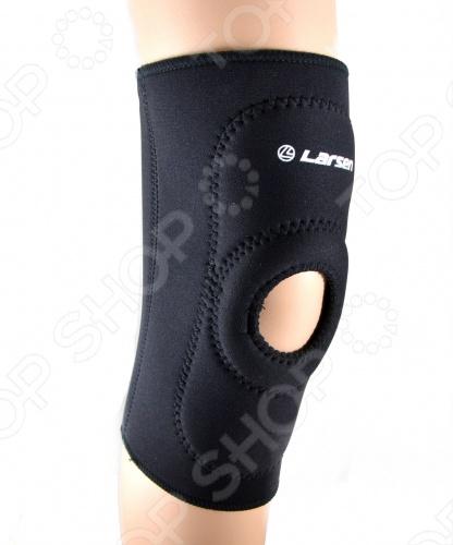 Суппортер колена Larsen 6721 плотно облегает ногу в районе коленного сустава. Для свободного сгибания и разгибания суставов спереди на колене расположено отверстие.