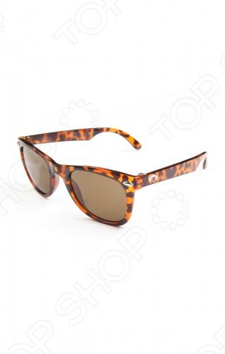 Очки солнцезащитные в клетку Appaman Rockabilly стильные детские солнцезащитные очки, обеспечивают 100 защиту от ультрафиолетовых лучей UVA и UVB до 400 нанометров. Модель выполнена из экологически чистых материалов с покрытием поликарбоната. Американский бренд Appaman основан в 2003 году дизайнером Харальдом Хузуме. Он создает уникальные наряды в стиле AMERIPOP. Хузум находит вдохновение на улицах Бруклина, работая над многообразной палитрой ярких одежд. Воплощая свои творческие проекты, дизайнер не забывает об удобстве и качестве детских вещей. Вы считаете, что наряд Вашего ребенка должен быть не только удобным, но также стильным и индивидуальным Тогда бренд Appaman для Вас!