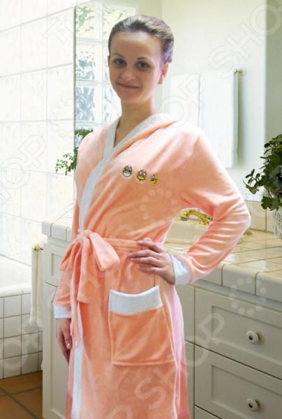 Халат женский Primavelle Smile с капюшоном прекрасный выбор для любительниц банных процедур. Модель изготовлена из натурального бамбукового волокна, отлично зарекомендовавшего себя в пошиве одежды, благодаря высоким антибактериальным свойствам, воздухопроницаемости, прочности и устойчивости к истиранию. Халат очень мягкий и приятный на ощупь, хорошо впитывает влагу и оказывает легкое массажное воздействие на тело. Модель украшена изображениями забавных смайликов.