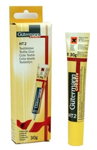 Текстильный клей Gutermann НТ-2Клей для рукоделия<br>Текстильный клей Gutermann НТ-2 - используется при работе с тканными, впитывающими поверхностями. С помощью данного клея, без труда можно приклеить стразы на любые ткани. В отличие от других видов клея, не предназначенных для склеивания тканей Gutermann НТ-2 не нарушает светоотражательного покрытия и сохраняет целостность кристаллов. Так же клей можно применять и в других областях рукоделия, к примеру обрабатывать мелкие края в мягких игрушках, склеивать швы, загибать края и обрабатывать их, предохраняя от осыпания. Клей используют для склеивания кожаных, бумажных изделий и различного вида пластика. Объем - 30 гр.<br>