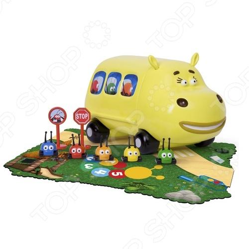 Набор JJ Famosa Автобус Хиппобас с жучками это отличный подарок для маленьких поклонников мультфильма Перекресток в джунглях . Маленький автобус перевозит своих милых пассажиров. Расположите жучков на свои места и можно отправляться на встречу приключениям. В процессе игры у ребенка развивается мелкая моторика рук, творческое и логическое мышление. Набор изготовлен из высококачественных материалов, которые полностью безопасны для вашего ребенка.
