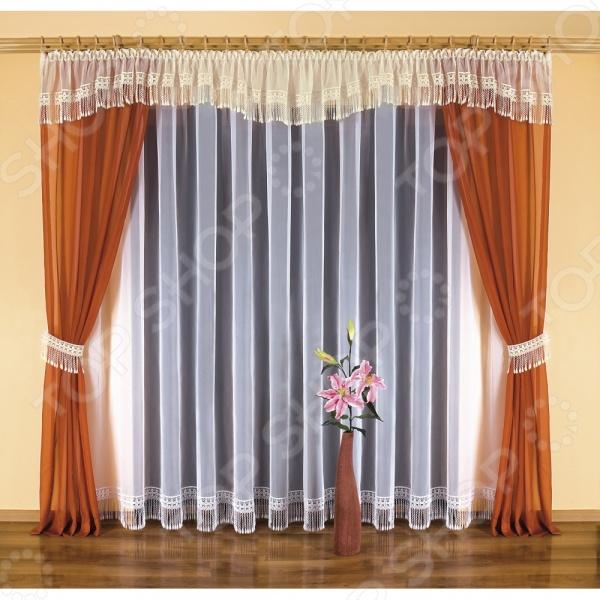 Комплект штор Wisan OtyliaШторы<br>Комплект штор Wisan Otylia это качественный оконный занавес, который преобразит интерьер и оживит атмосферу, придав всей комнате домашний уют, завершенность и оригинальность. Шторы изготовлены из полиэстера, который практически не мнется, легко отстирывается от загрязнений, не притягивает пыль и не требует глажки. Благодаря этому ткань способна выдержать сотни стирок без потери цвета и прочности. Обычные материалы со временем выгорают, на них собирается пыль, появляются неприятные запахи. С полиэстером этого не происходит штора почти не пачкается и не впитывает запахи, при этом вы очень легко ее постираете и высушите. Интерьер квартиры или дома, в котором окна не украшены занавесом, сегодня трудно представить, поэтому шторы станут отличным подарком для любого человека. Купить шторы способ недорого, быстро и изящно преобразить дизайн домашнего интерьера!<br>