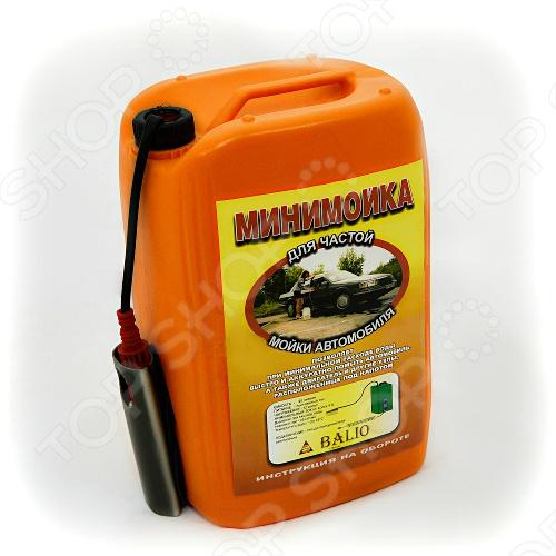 Пластиковая ёмкость минимойки объемом 20 литров оборудована насосом на электромоторе, вмонтированным внутрь корпуса. Кроме того, в боковой части ёмкости имеется специальный объем, где помещается щетка и шнур. Помимо этого, имеется шланг помещён внутри минимойки ёмкостью 20 литров. Для мойки может использоваться вода, температура которой не больше 45 С. Во время мытья автомобиля в корпус минимойки к воде можно добавить автошампунь или любое моющее средство. На рукоятке имеется удобная и интуитивно понятная кнопка выключения. Калиброванное отверстие на рукоятке позволяет получить тонкую и мощную струю воды, эффективную на расстояние до 5 метров. Минимойки для авто обеспечивает необходимый для удаления грязи напор воды и в тоже время ограничивает расход воды. С этим устройством вы легко справитесь с мытьем подкапотного пространства и колёсных арок автомобиля. При необходимости на рукоятку может крепиться щётка и вода будет поступать через нее. Автомобильная минимойка от прикуривателя позволяет быстро и аккуратно вымыть свою машину, не испачкавшись при этом самому.