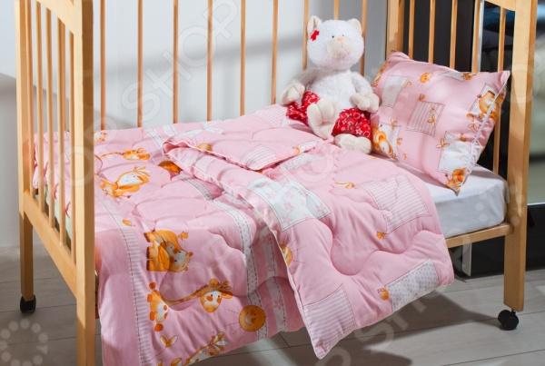 Одеяло детское Подушкино Лежебока с наполнителем Экофайбер в чехле из хлопковой ткани представляет собой очень теплое решение для любого малыша. Экологически чистый наполнитель обладает гипоаллергеными свойствами, поэтому малышу будет комфортно и спокойно спать ночью. Вас обязательно порадует практичность наполнителя: он не требует специального ухода и его легко можно стирать в машинке. В комплекте имеется полиэтиленовая прозрачная сумочка на молнии для одеяла.