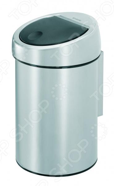 Бак для мусора Brabantia Touch Bin объемом 3 литра практичен и удобен в использовании, прекрасно подойдет для ванной комнаты или туалета. Оснащен запатентованной системой открытия закрытия Soft-Touch , позволяющей открыть крышку легким нажатием руки, а после бесшумно закрыть. Корпус модели изготовлен из нержавеющей стали. Верхняя часть также изготовлена из стали и является съемной, что позволяет извлекать накопившийся мусор без особых проблем. Внутреннее съемное ведро выполнено из пластика. При необходимости его легко вынимать и мыть. На дне изделия имеется пластиковый обод, который защищает пол от царапин. Бак можно крепить к стене в комплекте поставляется настенный кронштейн . Благодаря элегантному дизайну, универсальной расцветке и небольшому размеру бак для мусора Brabantia Touch Bin впишется в интерьер любого помещения. Для модели подходят мусорные мешки Brabantia размер A .