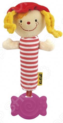 Погремушка-пищалка с прорезывателем Джулия в виде весёлой девочки в красной шапочке с жёлтыми кудряшками и мягким туловищем в розовую полоску. Малышу будет удобно держать её в ручке. Шуршащее тело погремушки будет способствовать развитию мелкой моторики у ребёнка, а в животике игрушки есть пищалка, которая порадует малыша. Снизу к куколке прикреплён прорезыватель для зубов с рельефной поверхностью, о которую малыш сможет почесать дёсны.