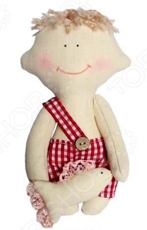 Набор для изготовления текстильной игрушки Кустарь «Димка»Изготовление кукол<br>Набор для изготовления текстильной игрушки Кустарь Димка это возможность своими руками сделать игрушечного друга. Очаровательная кукла Димка 22 см , изготовленная в стиле Tilda, одинаково понравится детям и взрослым. Она может стать прекрасным подарком близкому человеку, а может поселиться в вашей комнате. Игрушку очень просто изготовить, следуя подробной инструкции, приложенной к набору. Для прорисовки лица игрушки вы можете использовать акриловые краски или растворимый кофе, а для тонирования клей ПВА. В набор входят: 1.Ткань для тела 100 хлопок , ткань для одежды 100 хлопок . 2.Декоративные элементы, пуговицы, нитки для волос, ленточки, кружево, украшения. 3.Инструмент для набивания игрушки, выкройка, инструкция.<br>