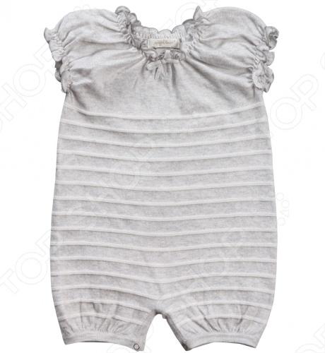 Angel Dear, создает классическую одежду для новорожденных и детей младшего возраста от 0 до 4 лет . При создании учитываются самые современные тенденции в мире моды, и особое внимание уделяется деталям. Каждая коллекция имеет свой неповторимый стиль, который дополняется различными милыми аксессуарами, чтобы сохранить ощущения столь сладостного периода детства. Комфорт ребенка - основополагающий принцип в создании коллекций каждого сезона. Линии одежды Angel Dear вы можете увидеть в лучших бутиках и магазинах по всей территории США. Песочник Angel Dear Classics. Замечательный песочник машинной вязки из 100 хлопковой пряжи серого цвета в полоску отлично подойдет вашему ребенку. Вырез и рукава на резинке, отделаны небольшой рюшей. Модель имеет короткий рукав, по шаговому шву застегивается на 3 кнопки. Состав: 100 облегченный вязаный хлопок.