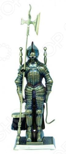 Набор для камина латунный на подставке VORTEX Рыцарь состоящий из кочерги, совка и щетки, которые располагаются на подставке в виде рыцаря, - полезный атрибут, а также отличное дополнение для создания уютного интерьера. Также он может стать хорошим подарком. Порядок с таким набором вам гарантирован. Неплохо дополняет внутреннее убранство комнаты или бани лаконичный дизайн предметов набора, а также за счет материала, из которого они сделаны, обладает долговечностью.