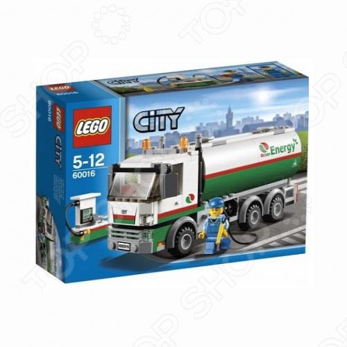 Конструктор LEGO Бензовоз - это еще один удивительный набор лего из серии Город. В собранной модели есть несколько заправок, чтобы жители могли заправлять свои автомобили. Для того, чтобы бензин всегда был в наличии, необходим бензовоз, который бы доставлял топливо точно в срок по всем автозаправочным станциям. Ваш ребенок сможет почувствовать как это - водить большой бензовоз и помогать работникам бензоколонок. В наборе есть 1 минифигурка водителя.