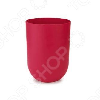 Контейнер для мусора Umbra Touch - стильный, компактный и удобный аксессуар, который станет полезным украшением вашего рабочего стола. Если мусорное ведро находится далеко, то в контейнер можно быстро и без лишних усилий выбросить весь ненужный мусор, который скапливается в шкафах и ящиках стола в процессе работы.