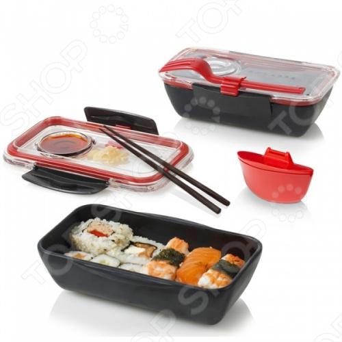 Ланч-бокс Black Blum Bento Box компактный и многофункциональный контейнер для транспортировки обеда. Легко поместится в дамской сумочке или маленьком портфеле. Прилагается соусник, в который также можно класть салат. Удобная пластиковая вилка крепится к контейнеру. Его объем составляет 500 мл.