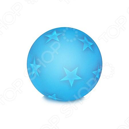 Светильник СТАРТ Шар со светодиодами пригодится в любой детской комнате. Качественный пластик, из которого изготовлен светильник, абсолютно безопасен для здоровья ребенка, нетоксичен и может использоваться даже в тех комнатах, где живут дети, подверженные аллергии. Светильник плавно меняет цвет а при включении розовый, зеленый, голубой, желтый . Источников света в ночнике является светодиод с продолжительным сроком службы - до 50000 часов. Светильник работает от 3х батареек LR44 в комплекте .