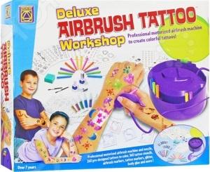 Набор для создания татуировок для детей Creative 5553 это супер-набор для мальчиков и девочек. Теперь дети самостоятельно смогут делать себе татуировки, распыляя на коже специальные краски. При этом такой процесс совершенно безопасен для ребенка, а татуировки потом можно будет просто смыть. В набор входит все необходимое для создания 160 различных тату. Прибор для распыления работает от четырех батареек типа С . Батарейки в набор не входят.
