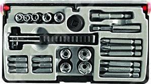 Отвертка-вороток FIT IT служит для выполнения мелких ремонтных работ с различными видами креплений. Набор состоит из биты, головок и адаптера и магнитного фиксатора. Инструмент и оснастка изготовлены из хромованадиевой стали, что увеличивает их износостойкость. Удобная рукоятка надежно лежит в руке и не выскальзывает во время работы.