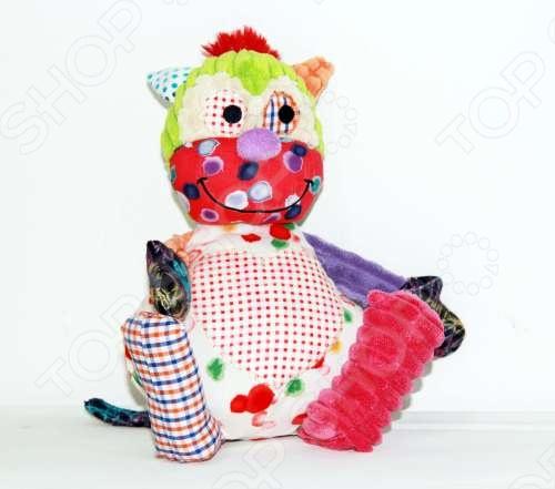 Игрушка мягкая 1 TOY Обезьянка - это замечательный подарок для маленького ребенка. Перед вами новая коллекция мягких игрушек в стиле пэчворк Cuddle corner . Проворная обезьянка из коллекции Сердцееды размером 25 см, с радостью подарит тепло своей заплатки в виде сердца. Данная модель привлекает внимание благодаря своему оригинальному дизайну и множеству ярких заплаток. Мягкая игрушка принесет радость и подарит своему обладателю мгновения нежных объятий и приятных воспоминаний. Она выполнена из высококачественного текстиля с набивкой из гипоаллергенного синтепона. Великолепное качество исполнения делают эту игрушку чудесным подарком к любому празднику.
