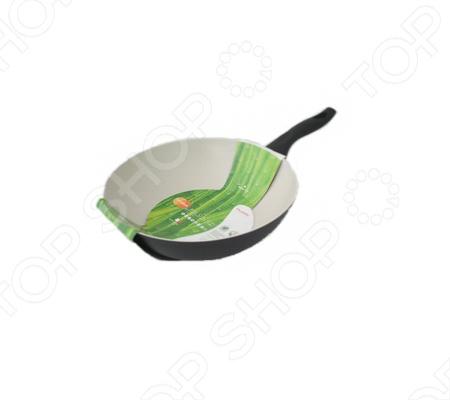 Сковорода вок Flonal Palladium Ecolux без крышки поможет вам приготовить блюда на пару или жарить различные продукты. В воке вы сможете очень быстро приготовить различные блюда и при этом сохранить все витамины в овощах, так как они меньше обрабатываются на огне. Из-за того, что продукты в вок, почти не переставая, перемешивают, используется очень мало масла, и блюда получаются менее жирные, более ароматные, а овощи остаются хрустящими, чего, порой, бывает очень сложно добиться, готовя в другой посуде. Сковорода вок Flonal Palladium Ecolux необходима всем, кто следит за своим здоровьем.
