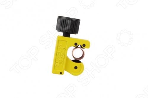 Резак для труб STANLEY 0-70-447 - это удобный столярный инструмент для обрезания труб различного диаметра. Корпус его, изготовлен из прочного металла и оснащен стальными направляющими роликами. Режущее колесо при износе можно заменить, что позволяет не покупать полностью новый инструмент при износе, нескольких деталей, а сэкономить на них. Диаметр рзахвата езака регулируется от 3 до 22мм.