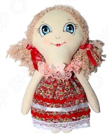 Набор для изготовления текстильной игрушки Артмикс Анечка это возможность своими руками сделать игрушечного друга. Очаровательная кукла Анечка 22 см , изготовленная в стиле Tilda, одинаково понравится детям и взрослым. Она может стать прекрасным подарком близкому человеку, а может поселиться в вашей комнате. Игрушку очень просто изготовить, следуя подробной инструкции, приложенной к набору. Для прорисовки лица игрушки вы можете использовать акриловые краски или растворимый кофе, а для тонирования клей ПВА.