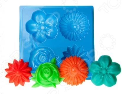 Форма пластиковая Выдумщики «МК Цветы»Формы для литья мыла<br>Товар продается в ассортименте. Цвет изделия при комплектации заказа зависит от наличия цветового ассортимента товара на складе. Форма пластиковая Выдумщики МК Цветы это профессиональная форма для литья мыла ручной работы. Если вы всерьез увлеклись изготовлением мыла, такая форма вам просто необходима! С ее помощью можно быстро и аккуратно сделать оригинальную плитку мыла. Форму с равным успехом можно использовать для изготовления массажных плиток, свечей и даже конфет. Мы представляем вам серию недорогих форм для мыла, которые можно использовать при проведении мастер-классов, обучении детей и новичков мыловарению. Форма твердо, не шатаясь, стоит на любой твердой поверхности, а мыло быстро застывает, так что вы почти сразу увидите готовый результат. Габариты формы: 130x127x21 мм. Диаметр изделия: 4-5 см.<br>
