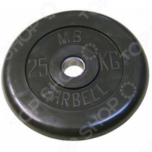 Диск MB Barbell для штангиГрифы. Диски<br>Диск MB Barbell для штанги - однодюймовый стандарт, считается любительским стандартом. Именно под этот стандарт сделано большинство силовых тренажеров на свободных весах. Основное назначение домашние тренировки или тренировки в фитнес-центрах. Следует помнить о ряде ограничений для грифов под диски этого стандарта грифы с этим диаметром рукавов рассчитаны на максимальный вес 100-120 кг . Способ производства - литьё и металлообработка с последующим обрезиниванием. Не гремят, и в нестандартных ситуациях не так сильно уродуют мебель и паркет. Обрабатываются на станке, погрешность веса составляет около 30 грамм. Резина на клеевой основе, поэтому со временем не отходит от метала. Отверстие не покрыто резиной из-за этого диск будет служить долго.<br>