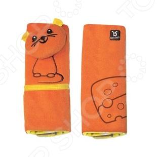 Накладка для ремня безопасности BenBat «Мышь»Автотовары для детей<br>Накладка для ремня безопасности BenBat Мышь сделает поездку в автомобиле или в самолете гораздо комфортнее. Мягкая, яркая и веселая накладка поднимет настроение ребенку во время поездки. В теплое время года, когда на детях надета легкая одежда, ремни безопасности могут натирать и вызывать раздражения на открытых участках тела. Мягкая накладка избавит вашего ребенка от неприятных ощущений. Кроме того, на накладке есть петля, на которую вы можете закрепить соску или погремушку и они не упадут на пол машины.<br>
