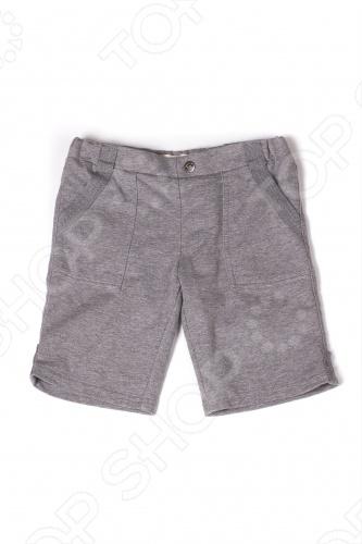 Шорты детские для мальчика Appaman Stanton Shorts. Цвет: серыйПолзунки. Штанишки<br>Детские шорты для мальчика Appaman Stanton Shorts это удобная и мягкая трикотажная вещь с эластичным поясом и резинкой для регулировки объема талии. Имеются функциональные карманы: два по бокам, отстроченные тесьмой в тон изделию, и два сзади. Прямые шорты средней длины станут стильным и комфортным вариантом каждодневной одежды для Вашего ребенка. Состав: 100 хлопок. Американский бренд Appaman основан в 2003 году дизайнером Харальдом Хузуме. Он создает уникальные наряды в стиле AMERIPOP. Хузум находит вдохновение на улицах Бруклина, работая над многообразной палитрой ярких одежд. Воплощая свои творческие проекты, дизайнер не забывает об удобстве и качестве детских вещей. Вы считаете, что наряд Вашего ребенка должен быть не только удобным, но также стильным и индивидуальным Тогда бренд Appaman для Вас!<br>