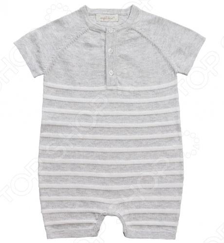 Angel Dear, создает классическую одежду для новорожденных и детей младшего возраста от 0 до 4 лет . При создании учитываются самые современные тенденции в мире моды, и особое внимание уделяется деталям. Каждая коллекция имеет свой неповторимый стиль, который дополняется различными милыми аксессуарами, чтобы сохранить ощущения столь сладостного периода детства. Комфорт ребенка - основополагающий принцип в создании коллекций каждого сезона. Линии одежды Angel Dear вы можете увидеть в лучших бутиках и магазинах по всей территории США. Песочник Angel Dear Classics. Удобный песочник машинной вязки из 100 хлопковой пряжи серого цвета в полоску отлично подойдет вашему ребенку. Модель имеет короткий рукав, застежку на пуговицы спереди и на 3 кнопки по шаговому шву. Состав: 100 облегченный вязаный хлопок.