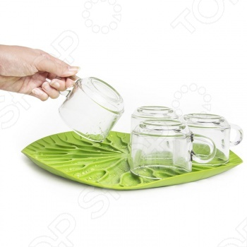 Сушилка-поднос Qualy Lotus выполнена в форме листа лотоса. Ее можно поставить как на столешницу возле раковины, так и в шкаф. Вода с вымытой посуды будет стекать в специальные силиконовые желобки и не оставит разводов на поверхности мебели. А еще сушилку можно использовать как сервировочный поднос для овощей и фруктов. Сушилка-поднос легко моется. Компания Qualy очень заботится и об окружающей среде. Вся продукция делается только из перерабатываемых материалов. Но самое главное это дизайн. Каждая вещь это отдельное произведение искусства, обязательно напоминающее нам о том, что мир состоит из ярких цветов.