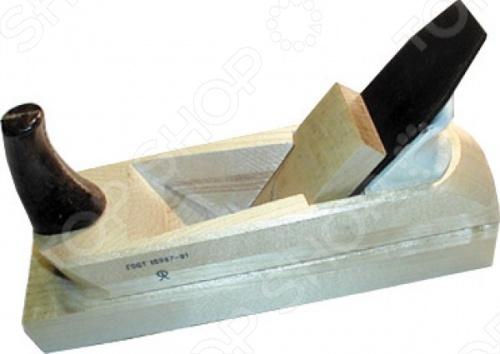 Рубанок с одинарным лезвием РОС 43742 создан для обработки деревянных поверхностей. Выполнен в деревянном корпусе. Оснащен одной ручкой. Упакован в картонную коробку.
