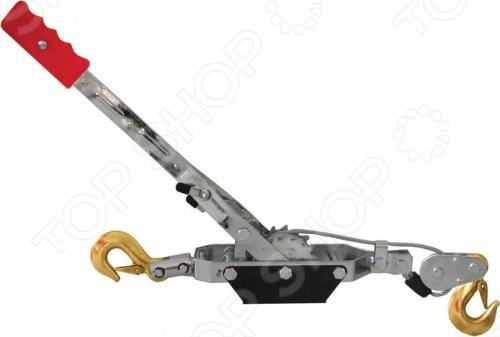 Лебедка ручная FITЛебедки<br>Лебедка ручная, усиленная применяется для перемещения грузов по горизонтальной и наклонной плоскости. Механизм усилен двойной шестеренкой для троса. Симметричные шестеренки, не дают тросу застревать и съезжать в сторону. Стопор лебедки вынесен ближе к рычагу и находится дальше от шестеренки, что более удобно и безопасно. Переключатель реверса, позволяет ослаблять натяг постепенно. Упаковка: картонная коробка.<br>