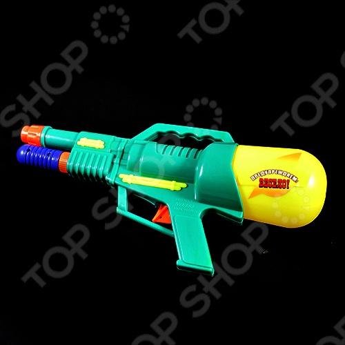 Водный пистолет Тилибом Т80369 это отличный водный пистолет, который станет прекрасным развлечением для ваших детей в жаркий летний день. С такой игрушкой могут веселиться и взрослые, ведь летом так здорово поливать друг друга водой. Залейте в емкость воду, после чего пистолет начнет стрелять мощной струей воды при нажатии на курок.