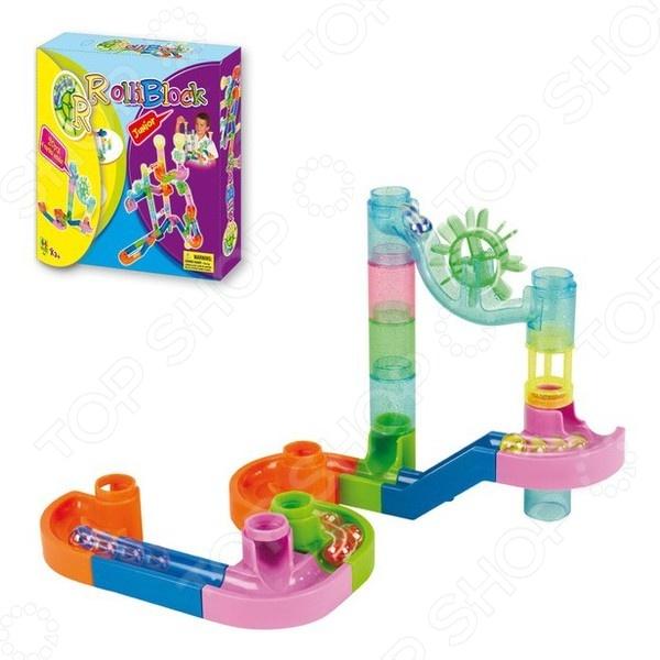 Конструктор Toto Toys RolliblockДругие виды конструкторов<br>Конструктор Toto Toys Rolliblock станет отличным приобретением для вашего любимого чада и будет способствовать развитию у ребенка мелкой моторики рук, пространственного мышления и восприятия форм и цветов. Малышу предлагается собрать из деталей конструктора красочный лабиринт и запускать по нему маленькие шарики. В наборе 20 пластиковых деталей и 4 шарика. Предназначено для детей в возрасте от 3-х лет.<br>
