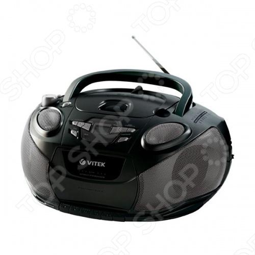 Если аудиокассеты являются для вас значительно более удобными и привычными носителями данных, чем флэш-карты, то магнитола Vitek VT-3456 станет для вас лучшим выбором. Действительно, ведь именно эта модель может работать как с компакт дисками, так и с весьма устаревшими аудиокассетами, которые предпочитают использовать некоторые люди. Качественная магнитола Vitek VT-3456 станет сможет сопровождать вас во время прогулок или на даче, так как она работает от восьми батареек. Конечно, имеется и тюнер, работающий с диапазонами FM и AM, что также ценится многими пользователями.