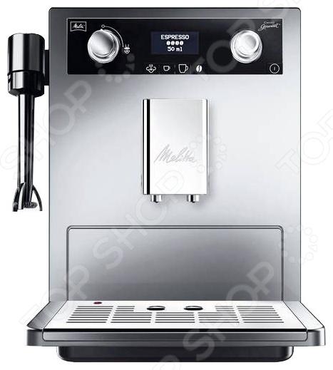 Кофемашина Melitta Caffeo Gourmet E 965 представляет собой современный профессиональный аппарат, сочетающий в себе компактность, функциональность и практичность. Модель мощностью 1500 Вт позволяет приготовить эспрессо нажатием буквально одной кнопки. Благодаря наличию специальных режимов работы у вас есть возможность регулировки крепости кофе, температуры напитка и порции горячей воды. Устройство оснащено индикатором уровня воды, индикатором включения выключения, функцией приготовления двух чашек одновременно и съемным лотком для сбора капель. Встроенная кофемолка позволяет регулировать степень помола зерен. Благодаря стильному дизайну Melitta Caffeo Gourmet E 965 впишется в любую современную кухню.