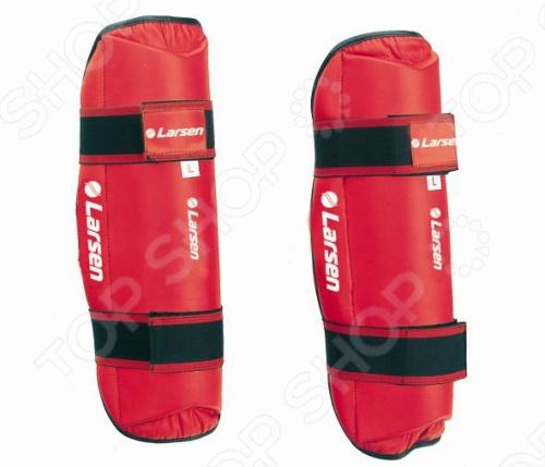 Защита голени Larsen TC-0972Защита и аксессуары для единоборств<br>Защита Larsen TC-0972 обезопасит голень от повреждений при занятиях спортом или спаррингах. Эластичный манжет на застежке Velcro для фиксации. Выполнена в красном цвете. Изготовлена из искусственной кожи. Наполнитель: EVA.<br>