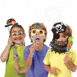 Набор для создания забавных масок ALEX Рассмеши меня развеселит как деток, так и взрослых. Набор предназначен для деток старше 4 лет. Создай 13 разных веселых масок - пирата, подводного пловца, робота, усача и других необычных персонажей. Заставь всех друзей и взрослых рассмеяться!В наборе - 104 стикера разных форм, 62 картонных шаблона, 8 цветных палочек, 8 пушистых проволочек, клей карандаш, простая инструкция в картинках.