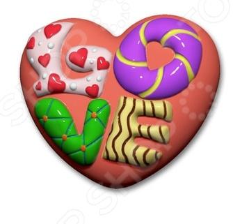 Форма пластиковая Выдумщики Сердце LOVE это профессиональная форма для литья мыла ручной работы. Если вы всерьез увлеклись изготовлением мыла, такая форма вам просто необходима! С ее помощью можно быстро и аккуратно сделать оригинальную плитку мыла. Форму с равным успехом можно использовать для изготовления массажных плиток, свечей и даже конфет. Мы представляем вам серию недорогих форм для мыла, которые можно использовать при проведении мастер-классов, обучении детей и новичков мыловарению. Форма твердо, не шатаясь, стоит на любой твердой поверхности, а мыло быстро застывает, так что вы почти сразу увидите готовый результат. Габариты формы: 149x95x25 мм.