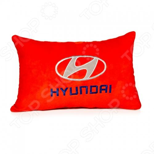 Подушка в машину Pit stop Hyundai это замечательный подарок владельцу всемирно известной марки автомобиля! Изделие изготовлено из абсолютно безвредных для человека материалов: искусственного меха и полиэфирного волокна. Декоративная подушка внесет яркий акцент в интерьер и украсит вашу любимую машину. Срок службы не ограничен.