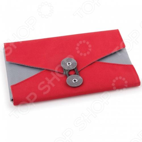 Органайзер для путешествий Umbra Envelope представляет собой весьма удобное и практичное приспособление для любителей путешествовать. С ним все необходимые вещи будут аккуратно рассортированы и всегда находиться под рукой. Модель выполнена в виде почтового конверта и снабжена шестью внутренними карманами и одним внешним для удобного и компактного размещения аксессуаров: пластиковых карт, ключей, флешек, косметики и т.д. Органайзер выполнен из высококачественного прочного полиэстера и представлен в трех цветовых решениях.