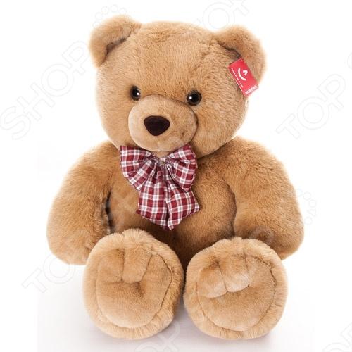 Мягкая игрушка AURORA «Медведь с клетчатым бантом» 80 смМягкие игрушки<br>Игрушка мягкая AURORA Медведь с клетчатым бантом 80 см станет отличным подарком вашему малышу. Очаровательный плюшевый медвежонок с большим клетчатым бантом на шее никого не оставит равнодушным, подарит вам и вашим детям умиление и радость. Изделие выполнено из высококачественного гипоаллергенного плюша с набивкой из синтепона и предназначено для детей от 3-х лет. Игрушку можно стирать в машинке, не опасаясь ее деформации и изменения цвета.<br>