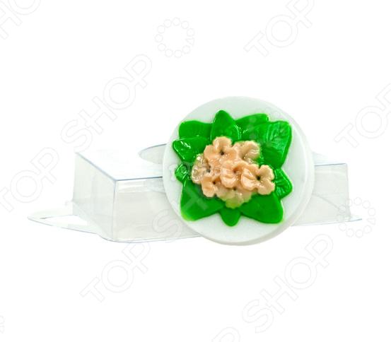 Форма пластиковая Выдумщики «Фиалка»Формы для литья мыла<br>Форма пластиковая Выдумщики Фиалка это профессиональная форма для литья мыла ручной работы. Если вы всерьез увлеклись изготовлением мыла, такая форма вам просто необходима! С ее помощью можно быстро и аккуратно сделать оригинальную плитку мыла. Форму с равным успехом можно использовать для изготовления массажных плиток, свечей и даже конфет. Мы представляем вам серию недорогих форм для мыла, которые можно использовать при проведении мастер-классов, обучении детей и новичков мыловарению. Форма твердо, не шатаясь, стоит на любой твердой поверхности, а мыло быстро застывает, так что вы почти сразу увидите готовый результат. Габариты формы: 63x63x25 мм.<br>