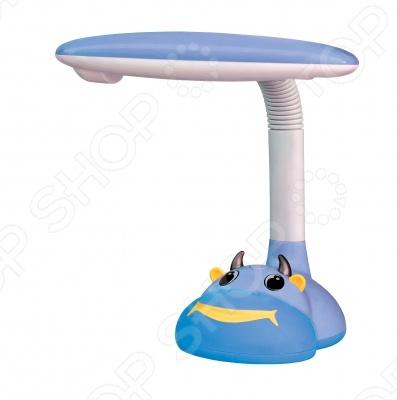 Лампа настольная СТАРТ Корова выполнена в виде забавной коровьей мордашки и украсит письменный стол вашего ребенка. Люминесцентная лампа более экономична и прослужит вам дольше, чем обычная лампа накаливания. Лампа полностью безопасна для детей. Компактные размеры лампы позволяют расположить ее в любом удобном для вас месте.