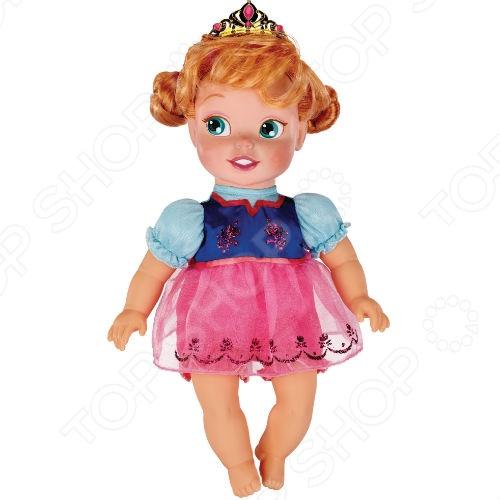 Кукла-малютка Jakks Pacific «Анна»Пупсы<br>Кукла-малютка JAKKS Анна - станет прекрасным подарком для девочки. Кукла представляет собой маленькую героиню нового Диснеевского мультфильма Холодное сердце . Очаровательная куколка одета в милое платьице нежных цветов. В комплект входит диадема принцессы. Игры с куклой способствуют развитию фантазии, воображения и абстрактного мышления. Игрушка отлично подходит для сюжетно-ролевых игр. Кукла изготовлена из высококачественных экологически чистых материалов, абсолютно безопасных для ребенка.<br>