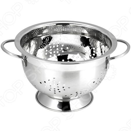 Дуршлаг Vitesse предназначен для отделения жидкости от твёрдых веществ, например, после варки макарон, круп, картофеля и пр. Изготовлен из неравеющей стали 18 10 с зеркальной полировкой. Можно мыть в посудомоечной машине.