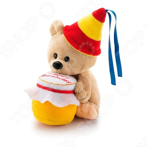 Мягкая игрушка Trudi Мишка-именинникМягкие игрушки<br>Игрушка мягкая Trudi Мишка-именинник это замечательный подарок вашему малышу! Игрушка изготовлена из высококачественного гипоаллергенного материала, который абсолютно безвреден для ребенка. Забавный зверек с колпаком на голове и горшочком меда в лапках украсит любую детскую комнату и принесет радость и веселье во время игр. Trudi Мишка-именинник поможет развить тактильные навыки, зрительную координацию и мелкую моторику рук. Изделие можно стирать в стиральной машинке при температуре не выше 30 градусов.<br>