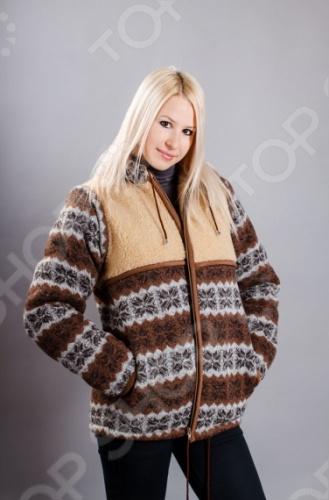 Куртка прямого кроя WoolHouse, на молнии, по низу и по краю капюшона вдет шнурок, для регулировки ширины, в боковых швах глубокие карманы, рукава отстегиваются, куртка преобразуется в жилет. Внешняя сторона куртки трикотажное полотно из натуральной шерсти, кокетка по груди и спинке натуральный меринос, подкладка натуральный меринос, подкладка капюшона велюр.